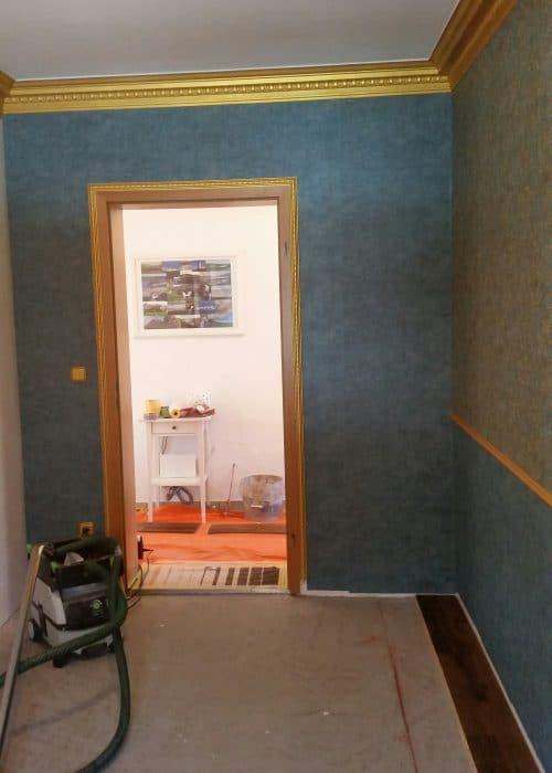 Tapezier und Stuckarbeiten - Herrenzimmer mit goldenem Stuck und Vliestapeten